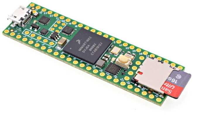 Der Teensy 4.1: Ein schmales grünes Board mit SD-Karte.