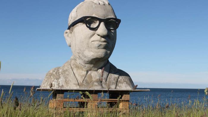 Statue von Alexander Dobrindt am Fehmarnbelt