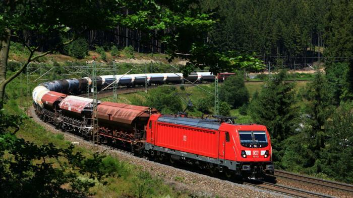 DB Cargo Güterzug mit Ellok Baureihe 187