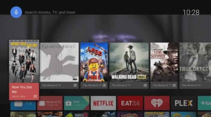 Der Startbildschirm von Android TV. Das Fernsehprogramm läuft im Hintergrund weiter.