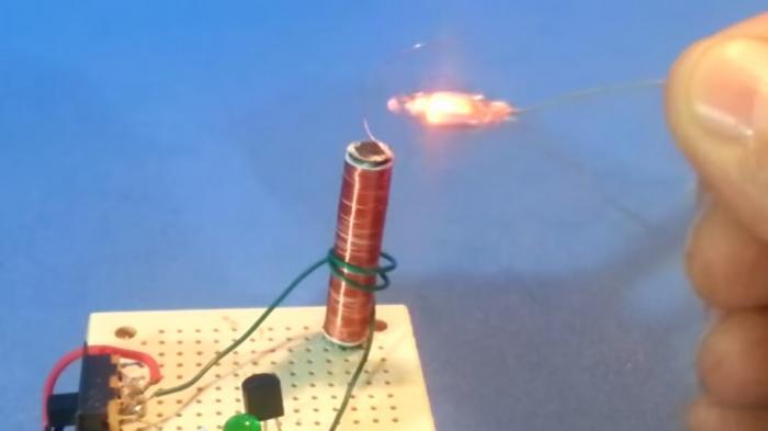 Mini-Teslaspule mit 9-Volt-Batterie   Make