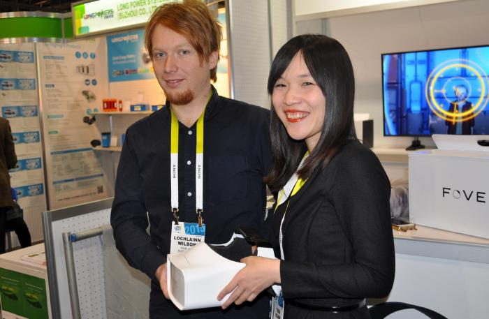 CES: FOVE, die Eyetracking-VR-Brille aus dem Akihabara-Hackerspace