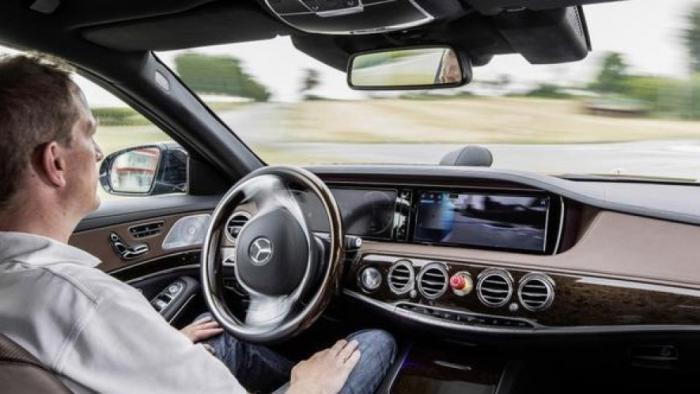 Verkehrsminister will auf Autobahn Teststrecke für autonome Autos einrichten