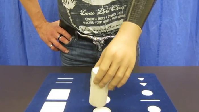 Patienten können mit Gedanken ihre Handprothesen steuern