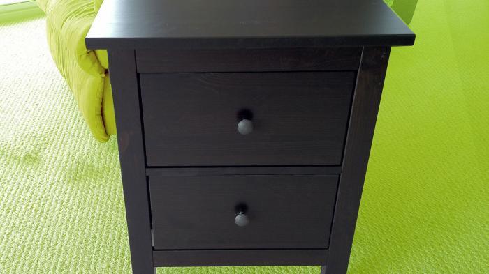 Ikea-Möbel mit drahtlosen Handy-Ladestationen