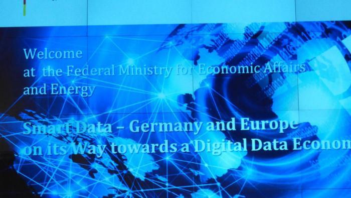 """""""Smart Data"""": Gesundheitscheck für digitale Fabrik und digitale Gesellschaft"""