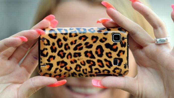 Smartphone im Leo-Look