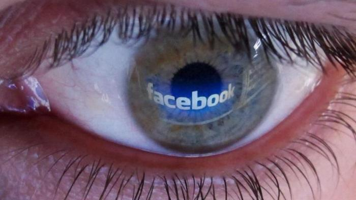 Facebook Auge
