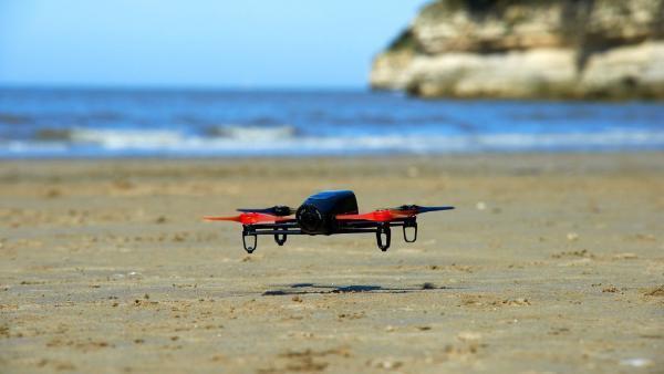 Drohne über dem Boden