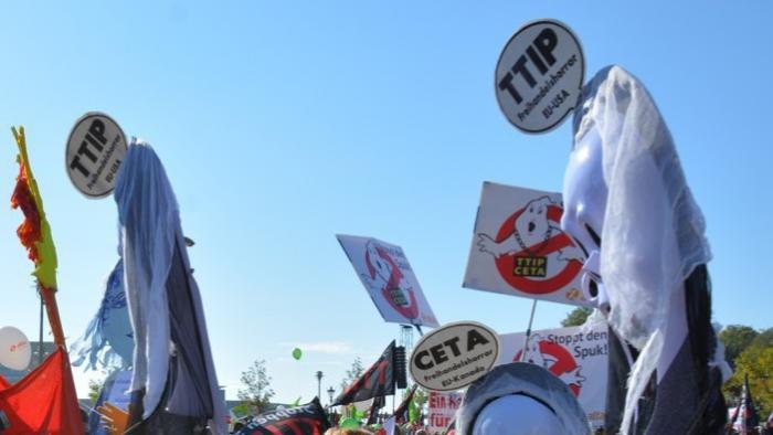 """Anti-TTIP-Großdemo: """"Wir wollen keine Wirtschafts-Nato"""""""
