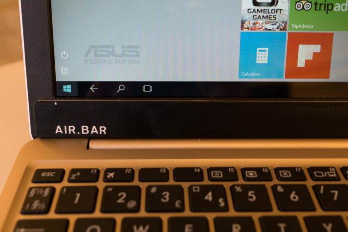 Nach dem Befestigen der AirBar am unteren Bildschirmrand kann man auch herkömmliche Displays per Finger bedienen.
