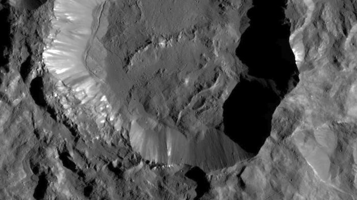 NASA-Sonde Ceres: Kraterformen auf Ceres weisen auf viel Wasser hin