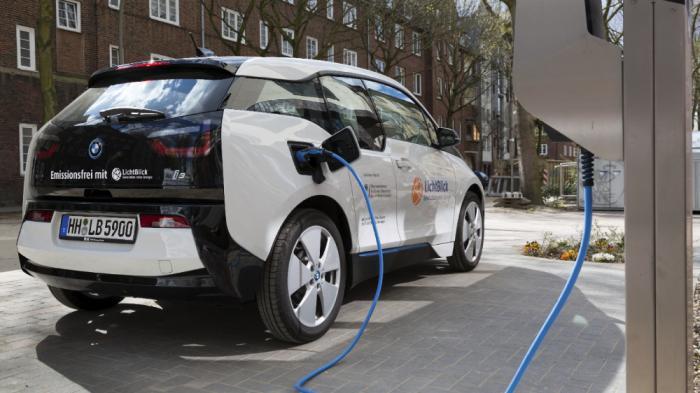 Stromnetz Hamburg und LichtBlick: E-Autos sollen nachts billiger laden können