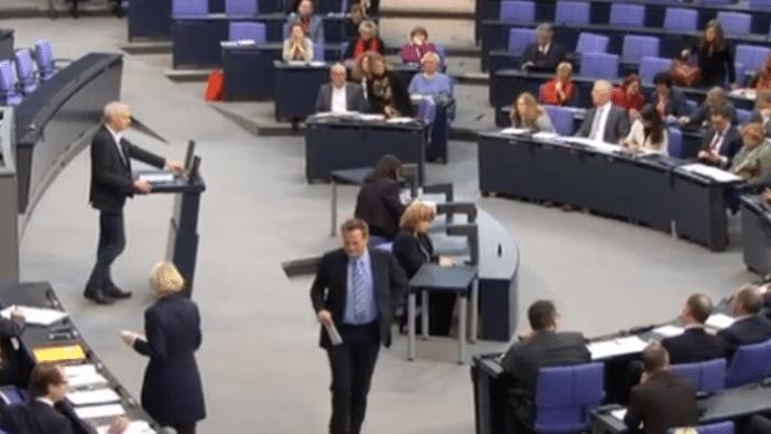Abgas-Skandal: Opposition nimmt Dobrindt in die Zange