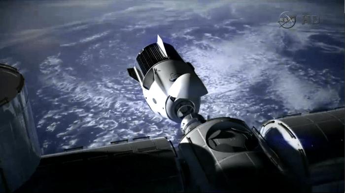 Raumkapsel dockt an ISS an