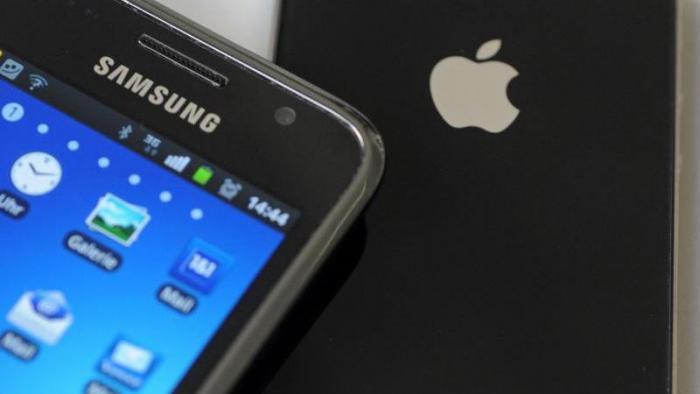 Handys von Samsung und Apple