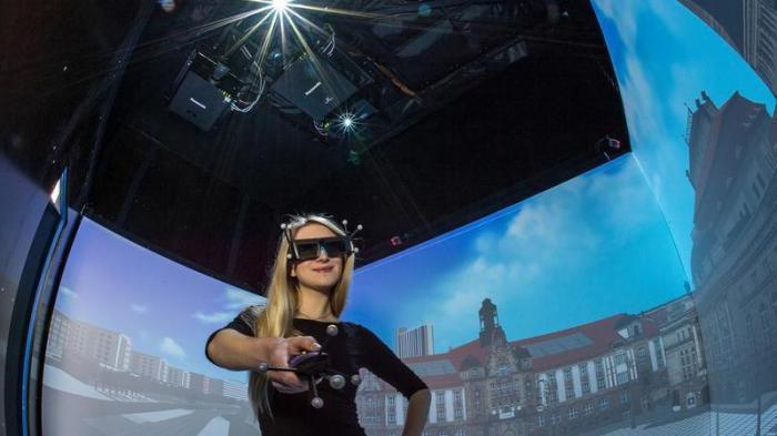 3D-Cube: Virtual Reality auf Rädern