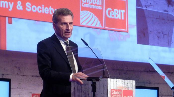 Günther Oettinger besucht die CeBIT 2016