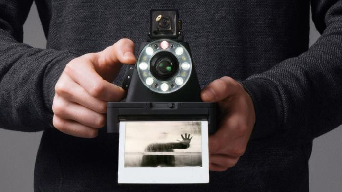 I-1: Sofortbildkamera mit Ringblitz und Autofokus