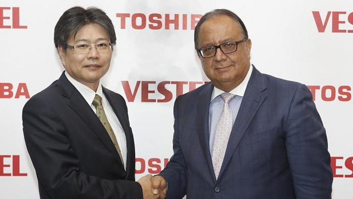 Vestel CEO Turan Erdogan (r.) wird strategischer Partner von Toshiba