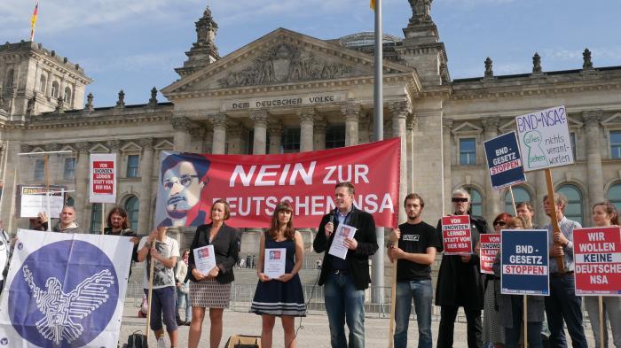 """Demonstranten gegen BND-Gesetz: """"Nein zur deutschen NSA"""""""