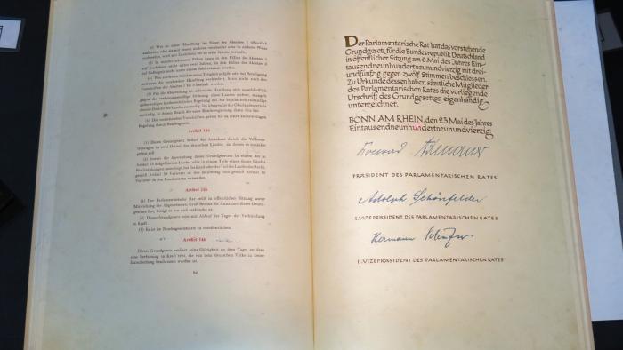 Original-Grundgesetz in unterirdischem Archivbunker eingelagert