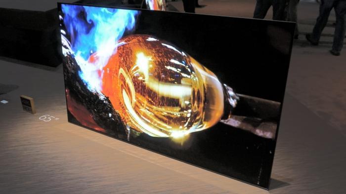 Sony zeigt TV-Flaggschiff mit OLED-Display und überraschendem Soundkonzept