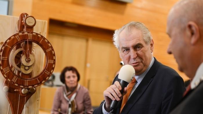 """Streit um neues Abwehrzentrum gegen """"Fake News"""" in Tschechien"""