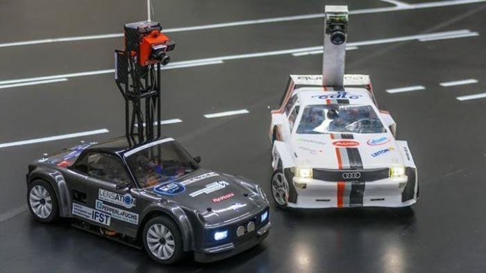 Carolinchen neben der Spur – Autonome Modellautos fahren um die Wette