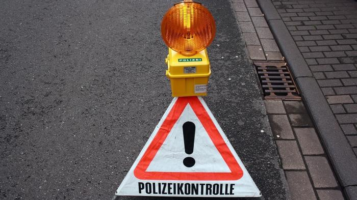 "Warnschild ""Polizeikontrolle"""
