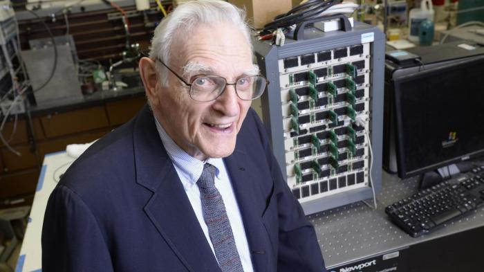 Lithium-Ionen-Akku-Pionier stellt Arbeiten für neuen Akku vor