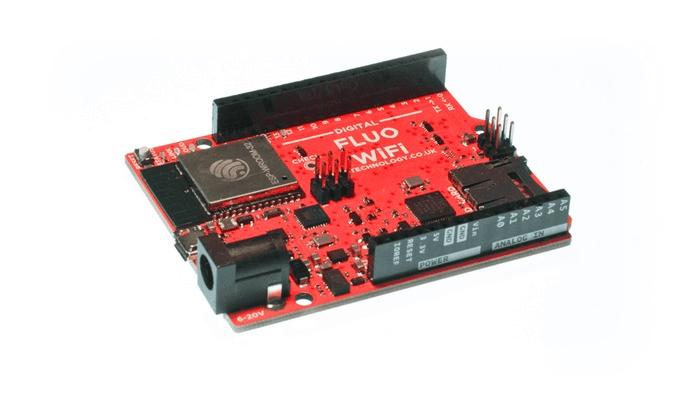 Ein rotes Board, ähnlich dem Arduino