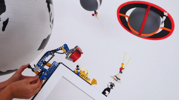 Lego-Kran mit Nimuno-Klebeband