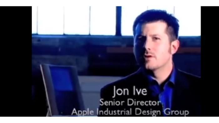 Apples heutiger Designboss mit TAM im Hintergrund.