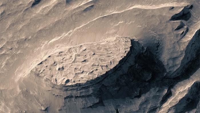 Fiktiver Drohnenflug über den Mars aus NASA-Bildern berechnet