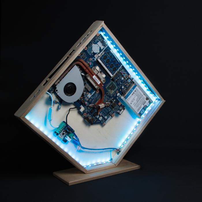 Computer in Holzgehäuse