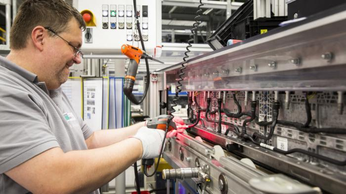 Daimler baut weitere Akkufabrik und bietet Akkus für Privathaushalte an