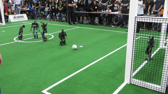 RoboCup German Open: Fallrückzieher und rollende Köpfe