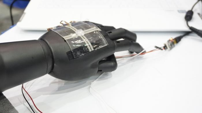 Datenhandschuh mit Sensoren aus dem Tintendrucker