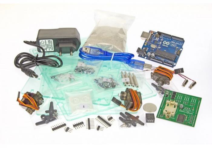 Verschiedene Elektronikbauteile der Sanduhr