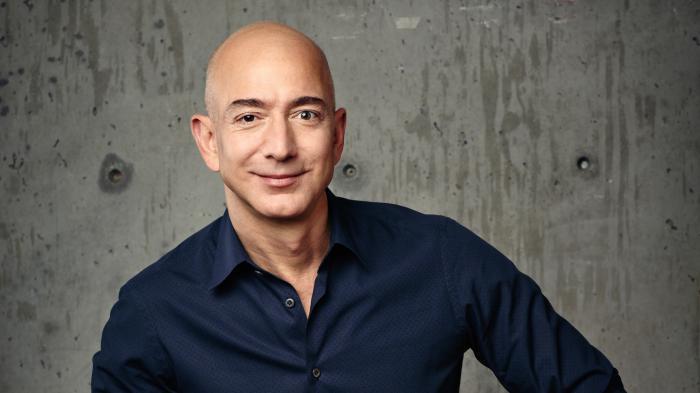 Jeff Bezos fragt Twitter-Nutzer, wie er sein Geld ausgeben soll