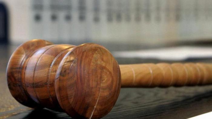 Hammer auf Richterbank