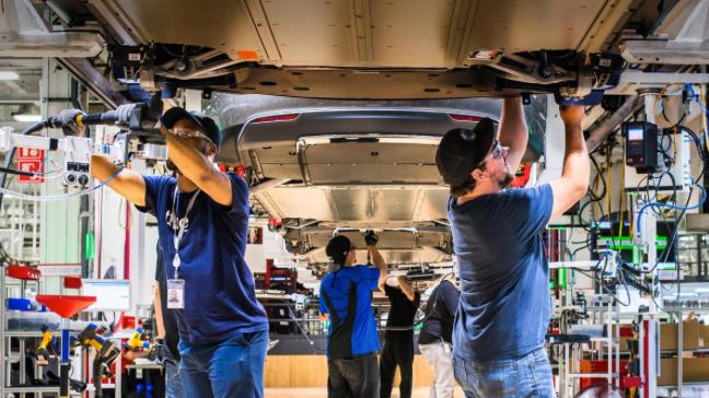 Tesla-Mitarbeiter verlangen höhere Löhne