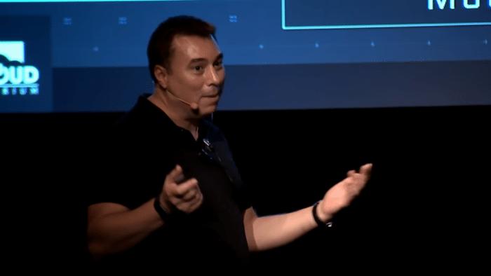 Star-Citizen-Chefentwickler Chris Roberts auf der Bühne in Köln