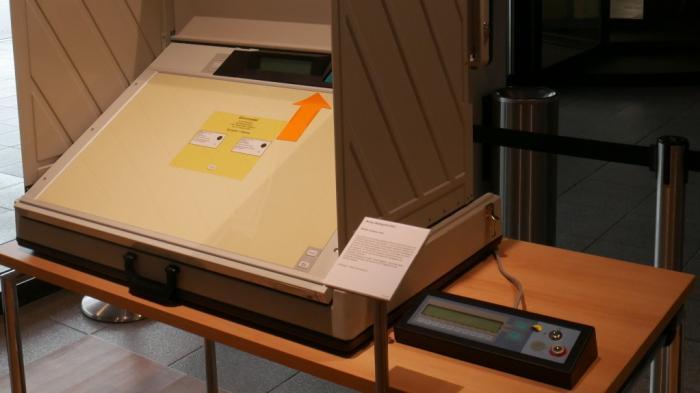 Wahlmaschinen: Helfer oder Fälscher?
