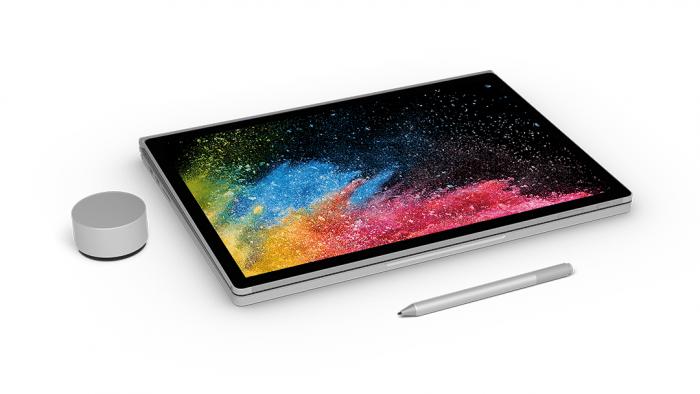 Der Bildschirm nimmt Eingaben per Finger, dem Stift Surface Pen und dem Drehregler Surface Dial entgegen.