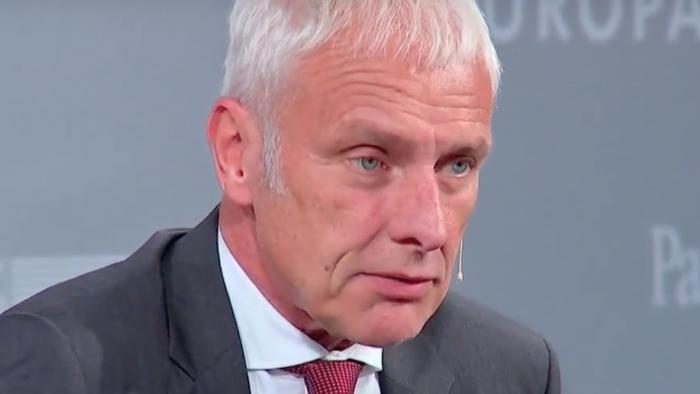 """VW-Chef kritisiert Tesla: """"Vernichtet Geld und schmeißt Mitarbeiter raus"""""""