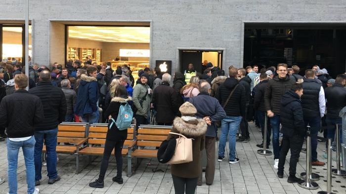 iPhone X im Verkauf: Die Schlangen sind zurück