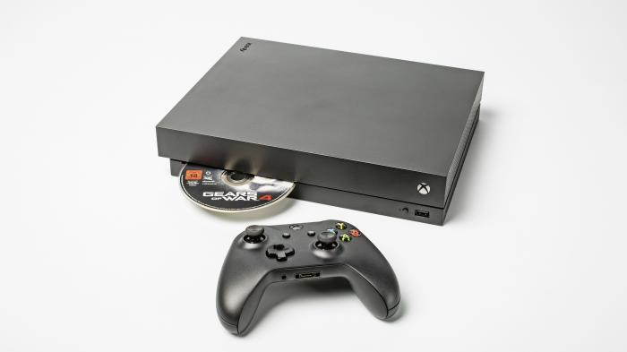 Erster Blick auf Xbox One X: Leiser als PS4 Pro, aber Speicherplatzprobleme