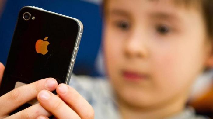 Eltern wollen Lockerungen beim Handyverbot an bayrischen Schulen